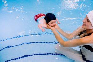 Praktiniai patarimai susiruošusiems su kūdikiu į baseiną