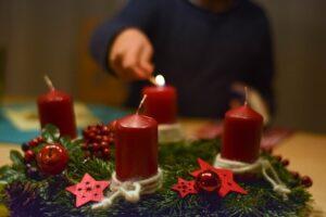 Sekmadienį prasidės adventas, laikas su vaikais gaminti advento vainiką