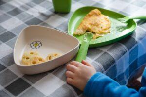 Kūdikio maitinimas gabaliukais – metodo esmė ir kokie turi būti gabaliukai