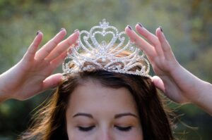 """J.Zykutės """"Kaip karalaitė Karolina pavydėjo ir kas iš to išėjo"""" – knyga apie šiuolaikinę karalaitę"""