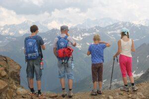 Vaikai, kurie auga keliauti mėgstančiose šeimose, geriau mokosi