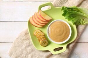 Ar kūdikis, valgydamas maistelį iš spaudžiamųjų pakuočių, išmoks kramtyti?