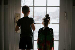 Kasmet tėvų skyrybas išgyvena 6000 Lietuvos vaikų. Psichologė pataria, kaip pasakyti vaikui, kad skiriatės