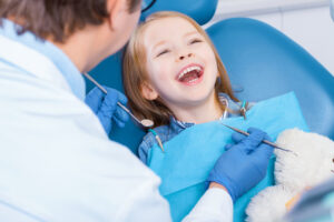 Vaikas pas odontologą – kuo skiriasi įvairūs nuskausminimo būdai ir kokiais mitais nereikėtų tikėti?