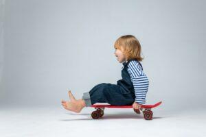 Žaisdamas vaikas protingėja – bet tik tada, kai žaidimas atitinka jo raidą