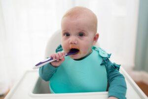 Serviruojame stalą kūdikiui – jo indai ir stalo įrankiai gerokai skiriasi nuo mūsų